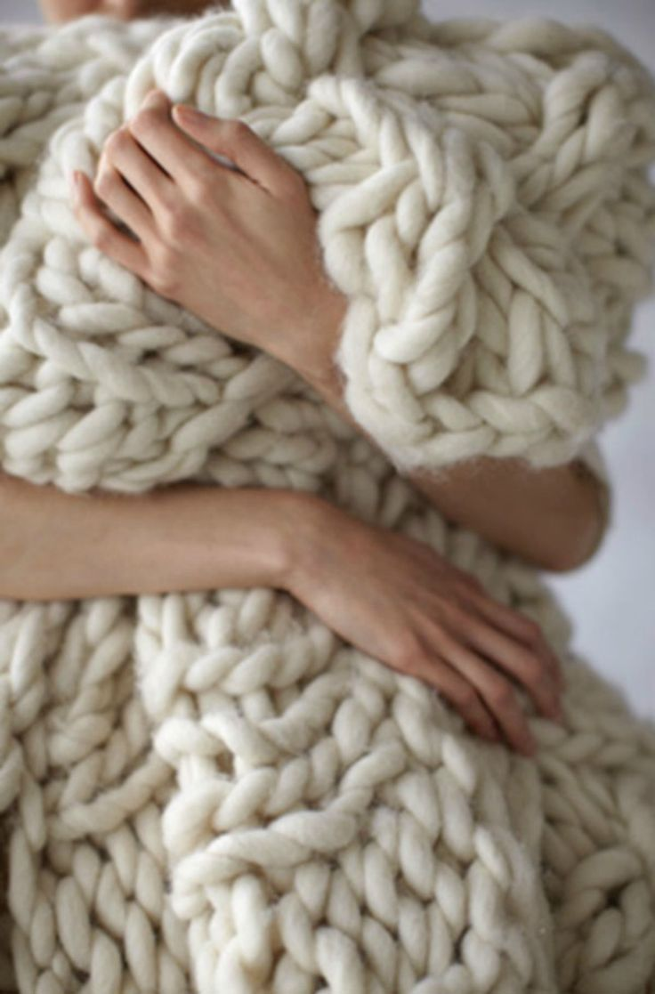 12 Blanket DIYs that will make you want to stay home and cuddle - chunky arm knit blanket