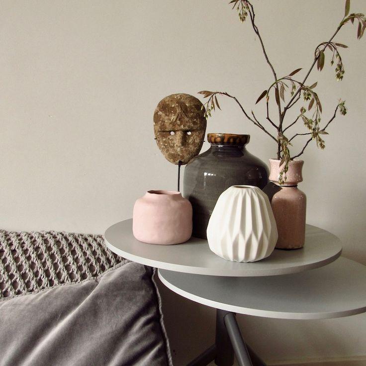 VAZEN ROZE by BRIC. no1  Mooie combinatie van oude roze vazen met een grijze bloemenvaas en een wit vaasje. Sluit fraai aan bij de collectie roze kussens van BRIC. Klik snel!   https://www.bricliving.nl/vazen-roze-by-bric-no1.html