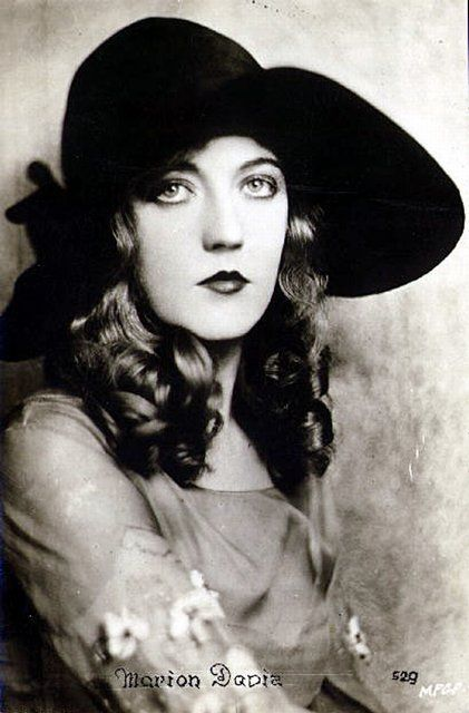Marion Davies-(January 3, 1897 – September 22, 1961) was an American film actress, best known for her relationship with newspaper tycoon William Randolph Hearst.