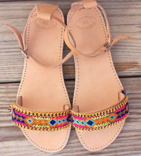 OOAK griechische Leder Sandalen mit Freundschaftsarmband in wunderschönen starken Farben