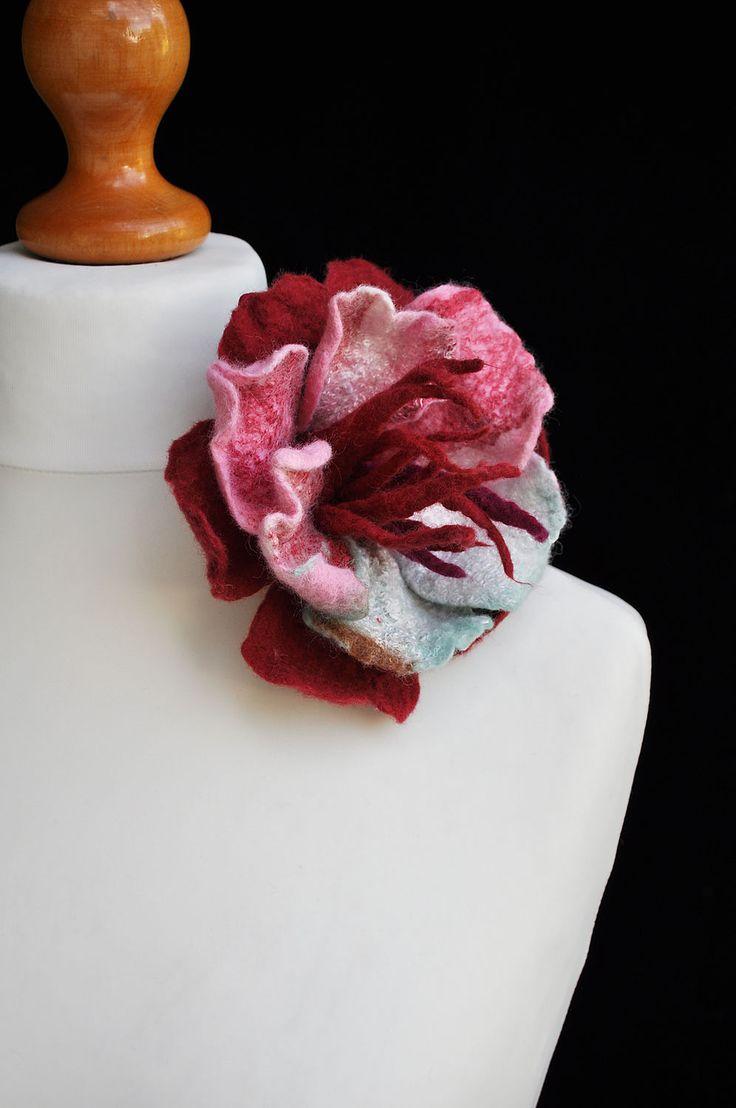 """Купить Цветок-брошь """"Вербена"""" - комбинированный, цветок, брошь, валяная брошь, красивый цветок, мурано"""