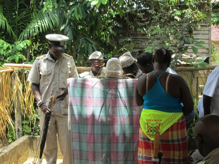 At the Faaka Paw.....communicating with their ancestors!!