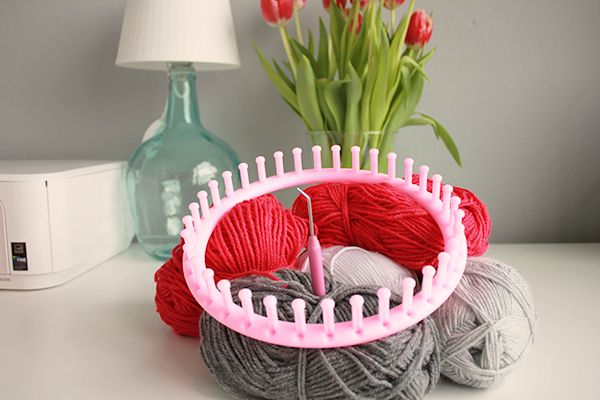 Make your own Knifty Knitter hat. A DIY that's easy as pie! - Fabulous Finnish | Fabulous Finnish