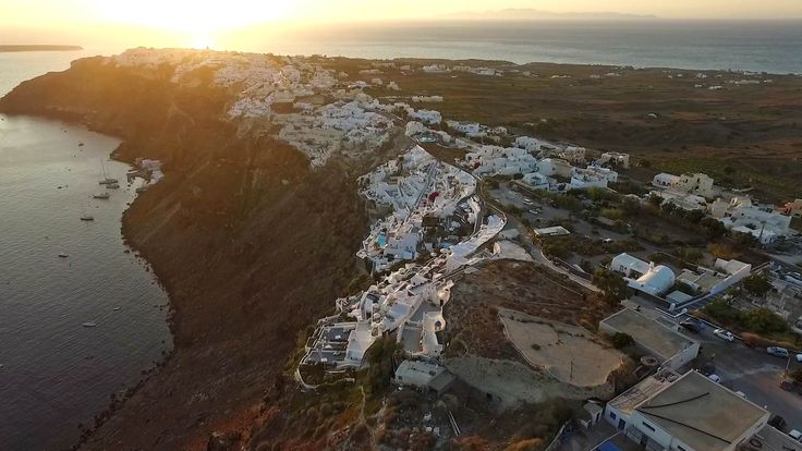 Best hotels in Oia, honeymoon and luxury accommodation in Santorini