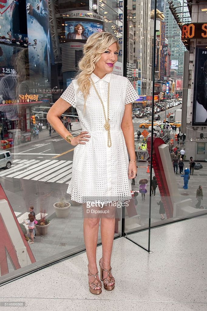 Tori Spelling visits 'Extra' at their New York studios at H&M in Times Square on March 10, 2016 in New York City.