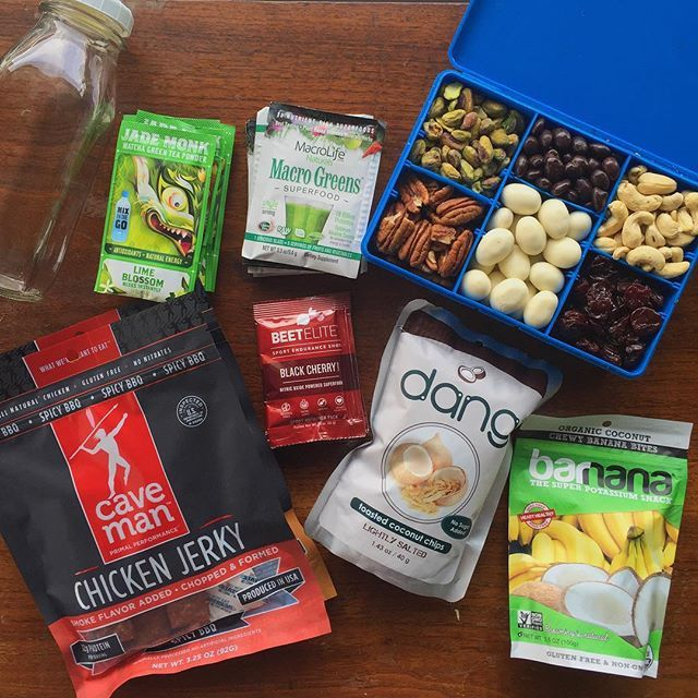 Happy Monday! I'll be traveling this week (actually boarding as I type 😂). Here's part of what I packed to get me through Friday. See below. For more info on how I prep snacks for travel, check out my Vlog Episode 2 on Youtube.com/FitMenCook or click link in my profile. Boom. (traduccion abajo) chicken jerky + coconut chips + banana & coconut bites + trail mix box (pistachios, pecans, dark-chocolate pepitas, cashews, yogurt almonds, tart cherries) + green superfood powder + matcha green tea…