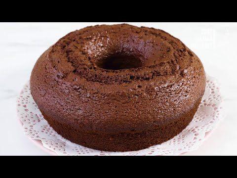 هذه الكيكة الاسفنجية الهشة السريعة فقط بحبتين بيض بالخلاط مع اطيب صوص شوكولا سريع بدون شوكولا Youtube In 2020 Desserts Food Cake