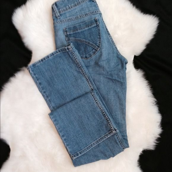"""Riders by Lee jeans Riders by Lee jeans! Cute jeans! 31"""" inseam, 8.5"""" rise. I report the size on the tag. I don't report """"fits like"""" sizes because that would only be my opinion and may not match the opinion of the purchaser. I am always happy to provide measurements if requested. Thank you for looking!  Lee Jeans"""