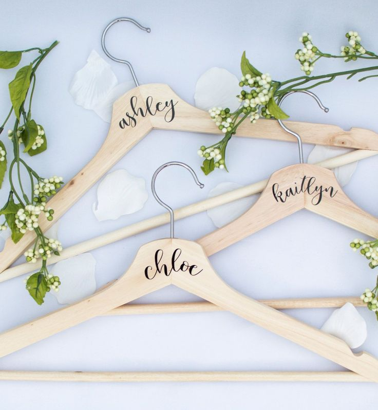 Best Perchas Cajas Broches Letras Images On Pinterest - Diy vinyl wedding hangers