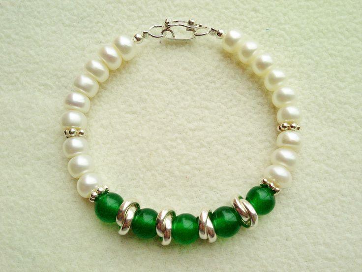 Código: PC007 Pulsera de perlas de río y aventurina verde con acabados en plata 950.