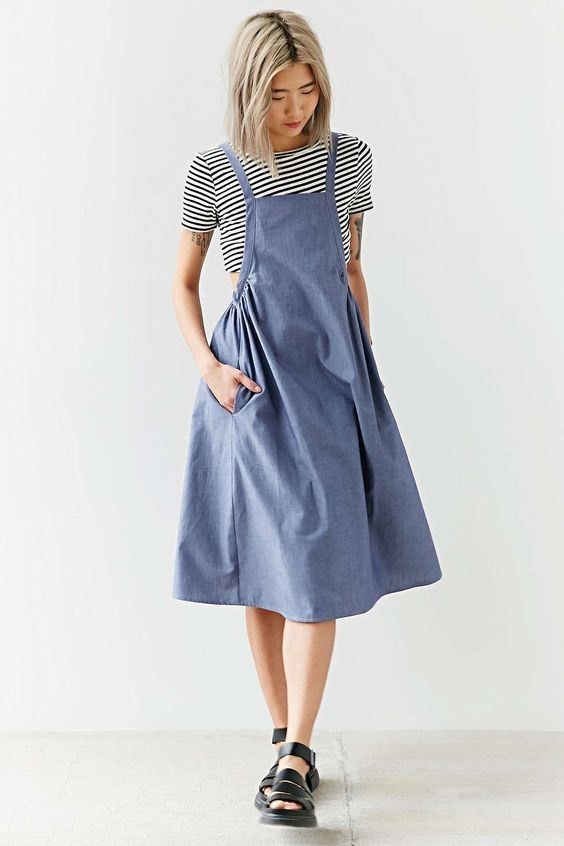 """New With Tags Alice and UO Urban Outfitters Agnes Chambray Apron Midi Dress Size: S Length: 39-42"""" Made of 100% cotton The straps are adjustable in the back with three button lengths.   eBay!"""