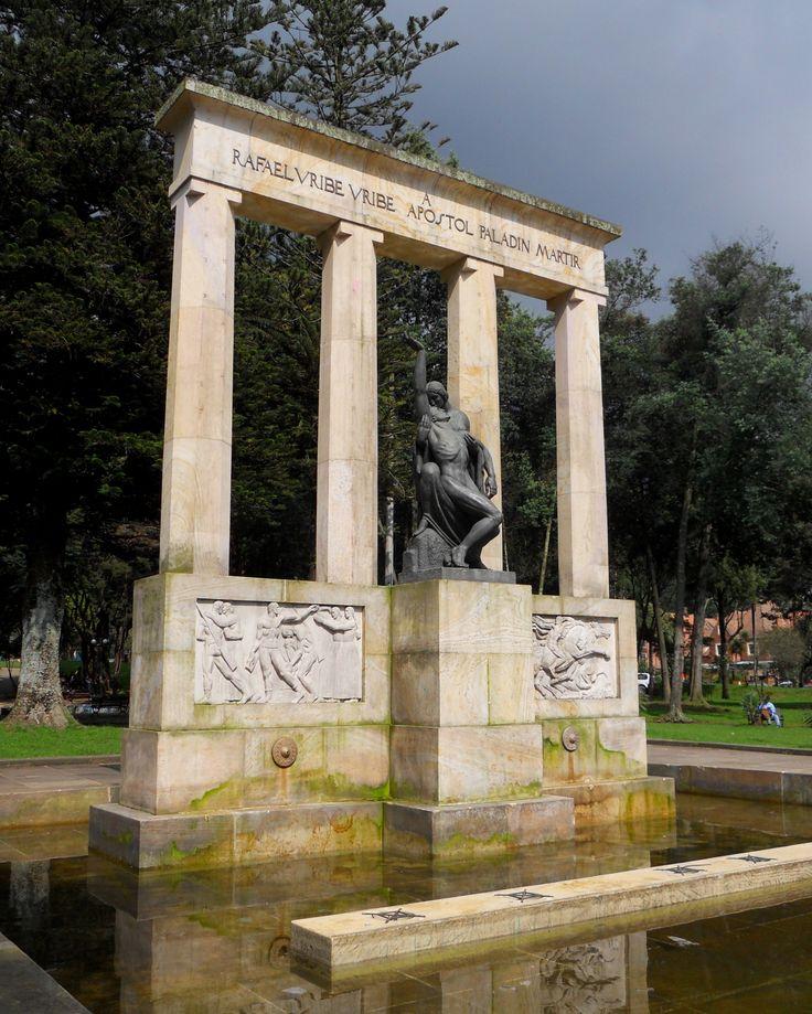 Bogotá,Parque Nacional,Monumento a Rafael Uribe Uribe.
