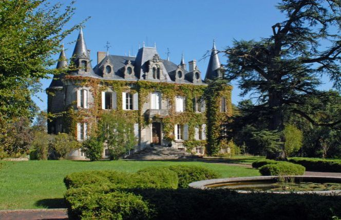 Some estimate that through high exchange rates alone, you could overpay by as much as 9% of the total amount.Here's a simple way to save €1000s on your France property purchase.