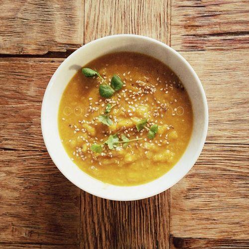 Varmende gulrot- og søtpotetsuppe med linser | Come Clean