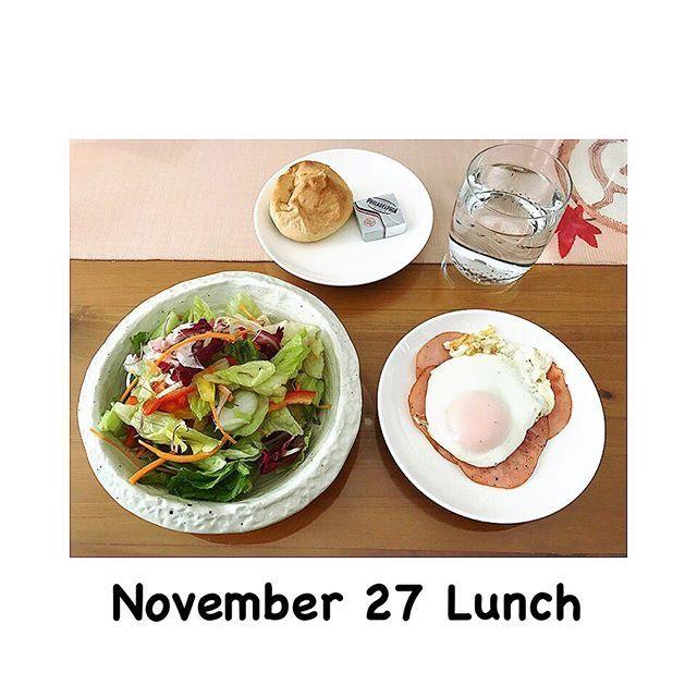 2016/11/27 12:42:57 sarisan_i ・ ▼お昼ごはん ・ ・10品目のサラダ(パプリカ、レタスなど) ・目玉焼き+ハム(糖質0) ・糖質オフテーブルパン ・クリームチーズ ・ ・ 野菜モリモリ💕💕 久しぶりに目玉焼き食べたんだけど、めっちゃ美味しい🙈❤️ ・ さ、昨日の模様替えの続きやる💪 ・ ・ #diet #health #lunch #ダイエット #健康 #ダイエッター #ダイエット中 #減量中 #レコーディングダイエット #食事記録 #糖質制限 #糖質制限ダイエット #ダイエット仲間募集 #ダイエット仲間募集中 #ダイエッターさんと繋がりたい #ダイエットアカウント #公開ダイエット #昼食 #昼ご飯 #紀文 #70kgの館 #努力は必ず報われる #痩せる #目指すは30kg減 #シャトレーゼ #さりめし記録  #健康