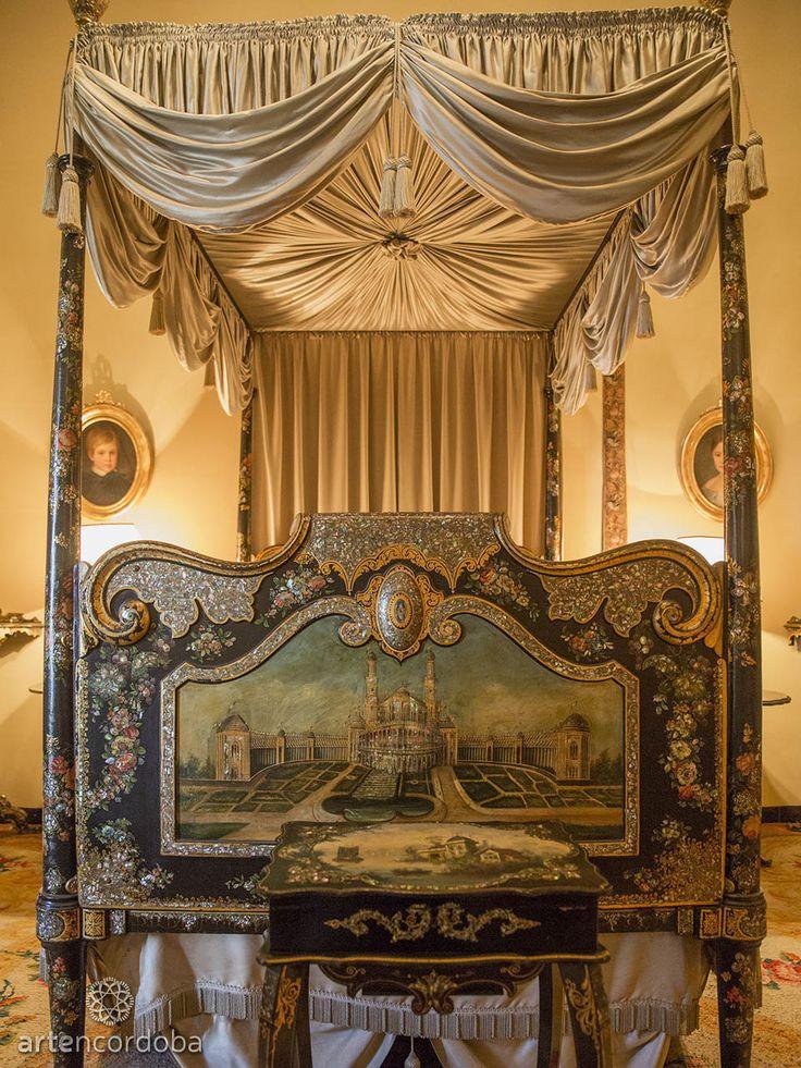 Palacio de Viana. Pies de la cama isabelina del Dormitorio Negro en el Palacio de Viana de Córdoba
