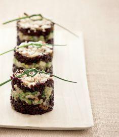 Tortini di riso Venere con croccante di mandorle e semi vegan