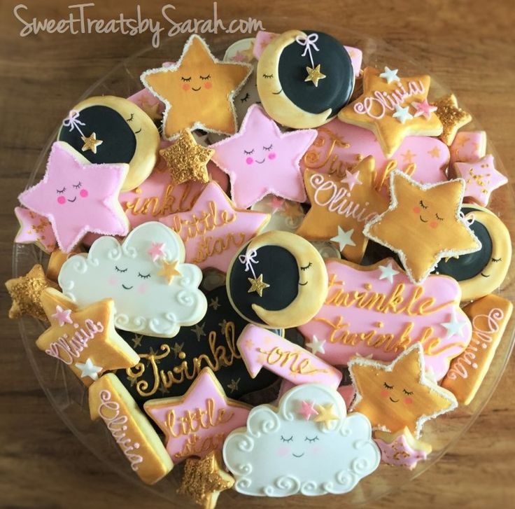 I have a soft spot for baby cookies (or little one year old cookies) - especially ones with pink and gold sparkles! The cookie desi...