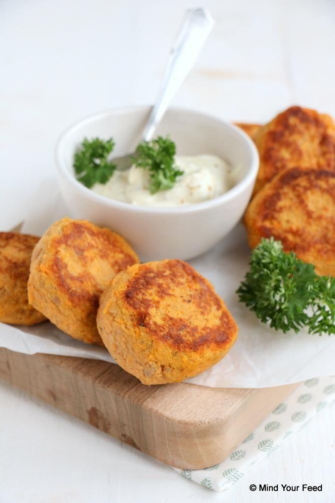 Zoete aardappel tonijn burgers - Mind Your Feed #tunaburger