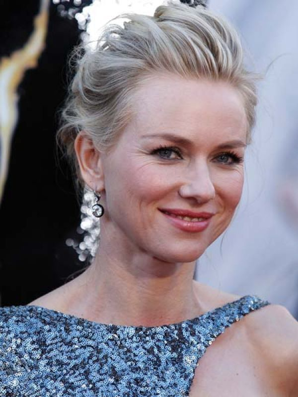 Naomi Watts  The actress was all sparkles at the Oscars tonight. To balance her sequined number she opted for simplistic diamond drop earrings by Neil Lane.