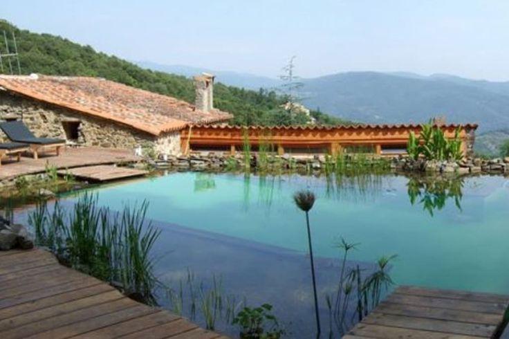 Regardez ce logement incroyable sur Airbnb : MAS Escarabill. Entre mer et montagne, idyllique ! - Gîtes nature à louer à Reynès