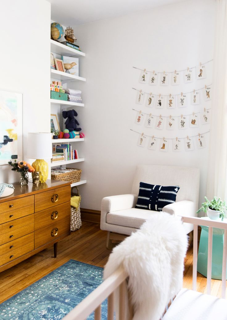 Photography : Carolina Rodriguez Read More on SMP: http://www.stylemepretty.com/living/2016/02/26/tour-a-cool-mid-century-modern-nursery/