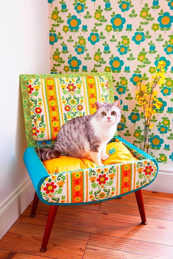 Cat Bed  •  Free tutorial with pictures on how to make a pet bed in 17 steps #howto #tutorial