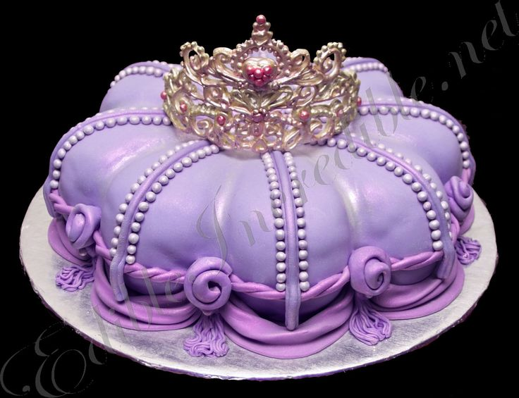 This tiara and royal cushion would make a very special birthday cake for a special girl.