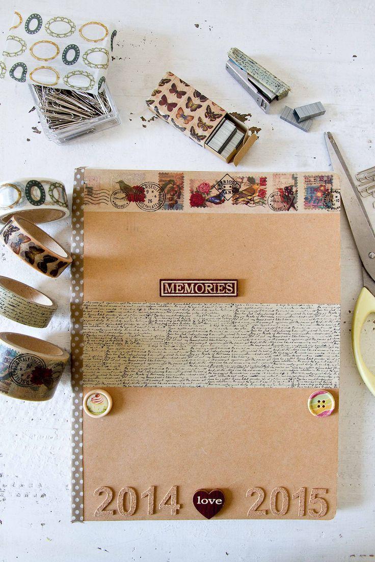 Crea tus propias libretas con los accesorios diy de muy mucho. Washitapes de diferentes tamaños, botones, números, pines...#muymucho #muymuchopormuypoco #decoracion #diy #washitape