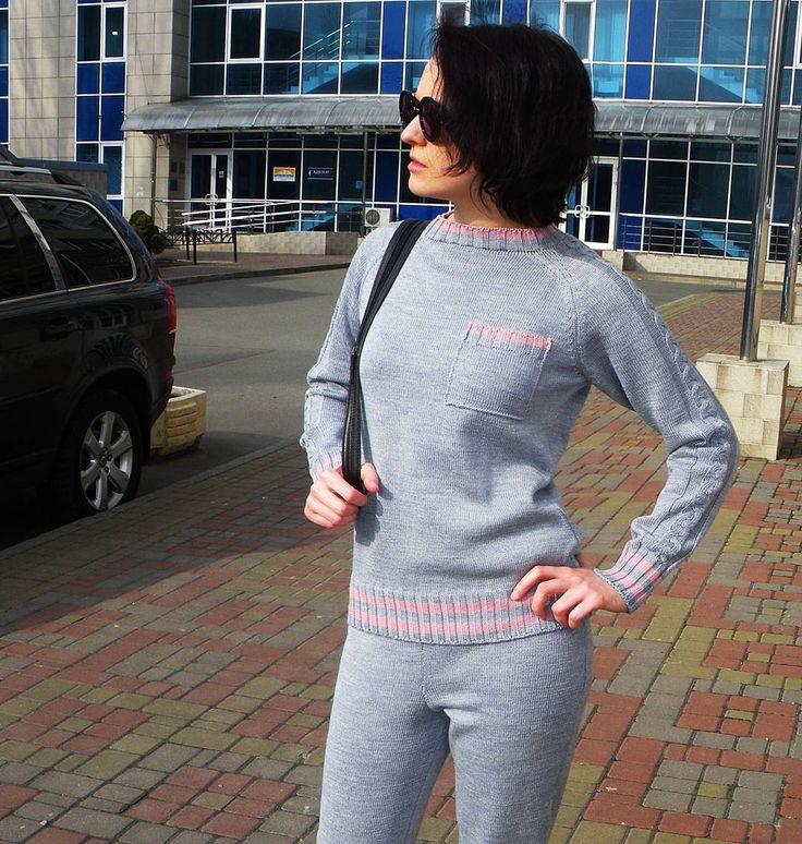 Тепло наших рук  может быть и в твоем спортивном костюмчике  Он идеально подойдет тебе для прохладной осенней и даже зимней погоды #fashion #fashionknit #knitting #knit #handmade #madeinukraine #knitwear #fashionblog #training #style #kiev #вязаныйсвитер #вязание #вязаниеназаказ #fallowme #одежда #мода #ручнаяработа #ярмаркамастеров #трикотаж #всісвої #bestoftheday #костюм #вязаниеукраина #свитерназаказ #осень #sport #спорт #стиль #тренировка