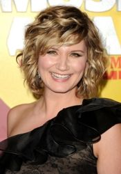 Wavy short hair - Jennifer Nettles - I like the strong bang and that it's not an inverted bob