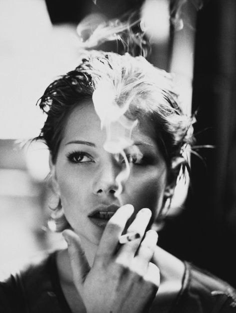 michelle williams: Black N White, Dark Hair, Great Shots, Katemoss, Michelle Williams, Smoke Pictures, Kate Moss, Photography, Michele Williams