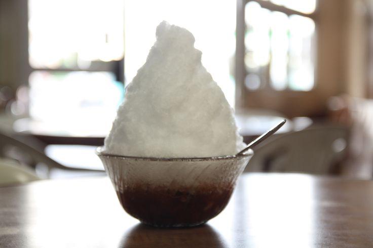 【沖縄おすすめ情報】千日(せんにち) 甘い小豆の上に氷がどっさりとのったぜんざい