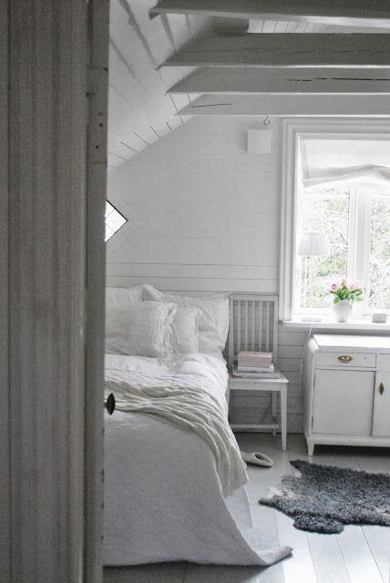 Julias Vita Drömmar: Vårt lilla sovrum just nu...