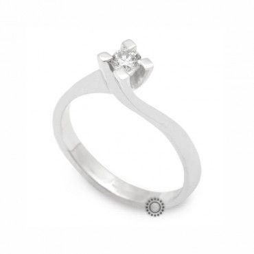 Μονόπετρο δαχτυλίδι φλόγα με διαμάντι από λευκόχρυσο Κ18 - Ένα μοντέρνο μονόπετρο που τείνει να γίνει διαχρονικό   Μονόπετρα ΤΣΑΛΔΑΡΗΣ Χαλάνδρι #μονοπετρα #μπριγιαν