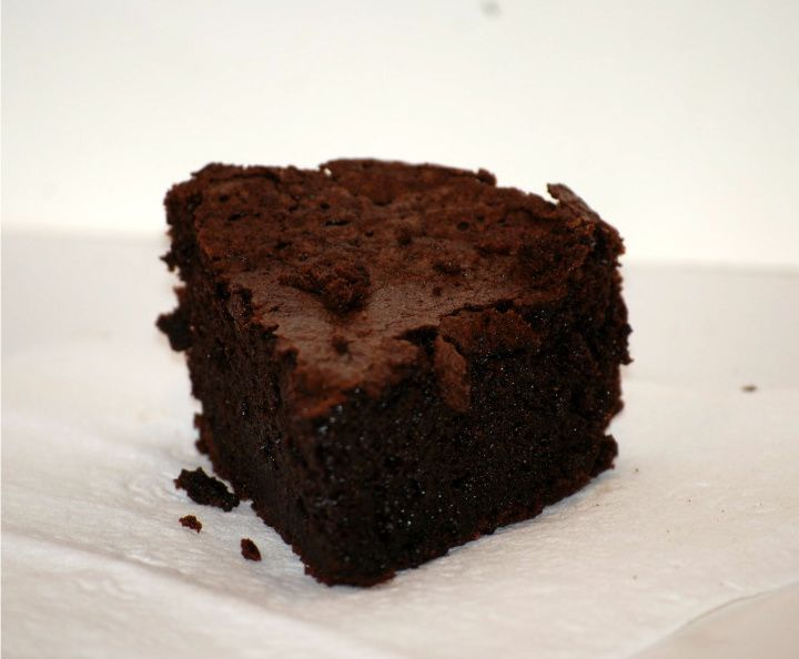 flourless chocolate cake!: Amazing Blog, Bloggers Hav Amazing, Chocolates Sauces, Flourless Chocolate Cakes, Flourless Chocolates Cakes,  Chocolates Syrup, Awesome Blog, Delicious, Beautiful Disasters
