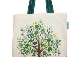 Torba z ręcznie malowanym zielonym drzewem. Tote bag with hand-painted green tree.