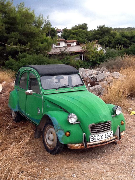 Citroën Deux Chevaux   2CV Verte / green   http://www.pinterest.com/adisavoiaditrev/boards/