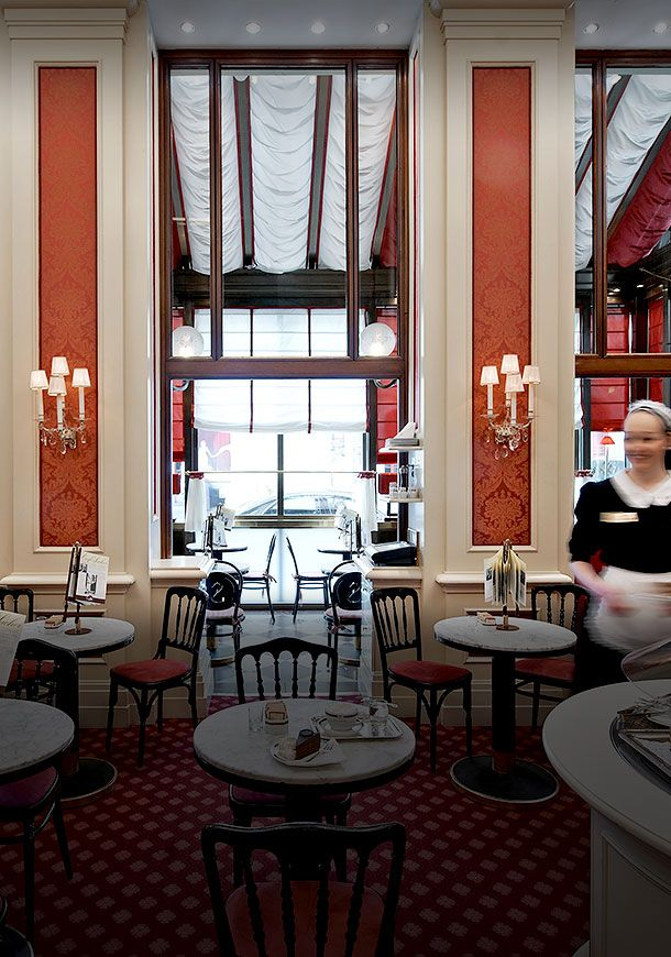Rote Bar im Sacher  An evening at the Rote Bar is the culinary highlight of any opera visit. It tempts with classic Viennese cuisine accompanied by an extensive international and regional wine selection.