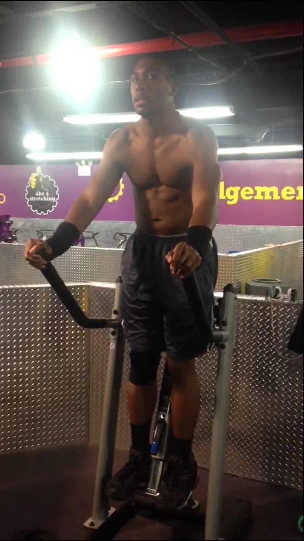 Planet fitness: Reggie does V-Cruch Ab machine                                                                                                                                                                                 More