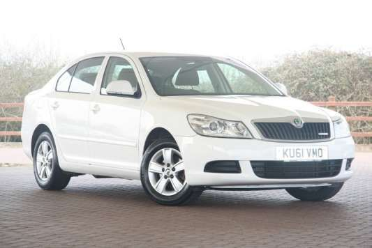 Used 2011 (61 reg) White Skoda Octavia 1.6 TDI CR GreenLine II 5dr for sale on RAC Cars