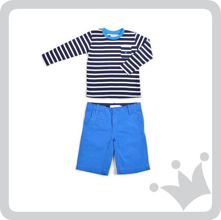 Las rayas son un básico para el armario de los niños, esta camiseta a rayas azul oscuro crea una combinación muy casual con esta bermuda azul klein. ¿Les gusta?