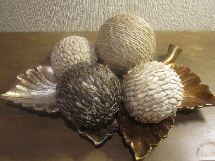 Esferas decoradas con semillas manualidades pinterest - Como hacer decoraciones navidenas ...
