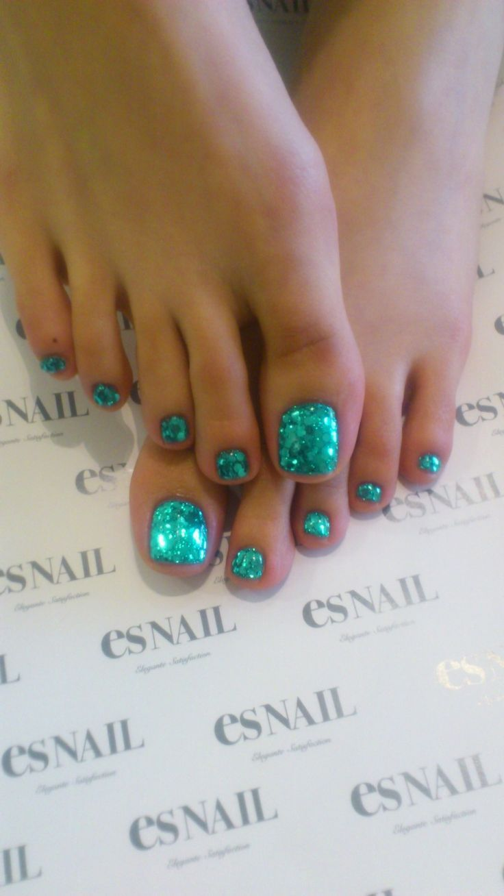 Bryn's Celtic Green Nails that sparkle and shine. #finfun #mermaids #mermaidtail