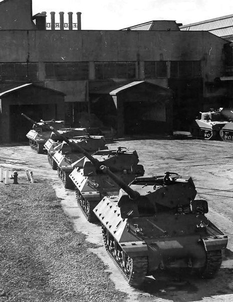 American M10 tank destroyer at the site of finished products factory in Detroit.1943.
