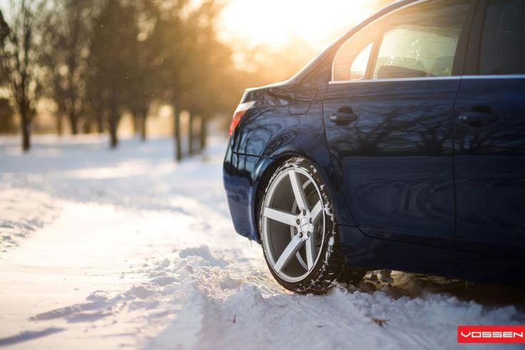 Winterreifen 2017: Dem BMW 5 Series stehen die extra konkaven Alufelgen auch im Winter hervorragend. Dank spezieller Lackierung haben Streusalz und Schnee keine Chance.