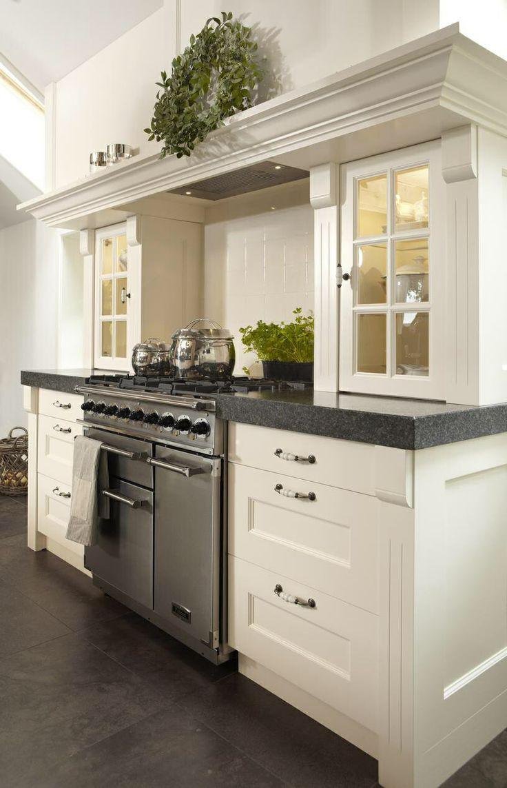 Loving this kitchen. dat fornuis  wauw!! en dat aanrecht erom heen geweldig!