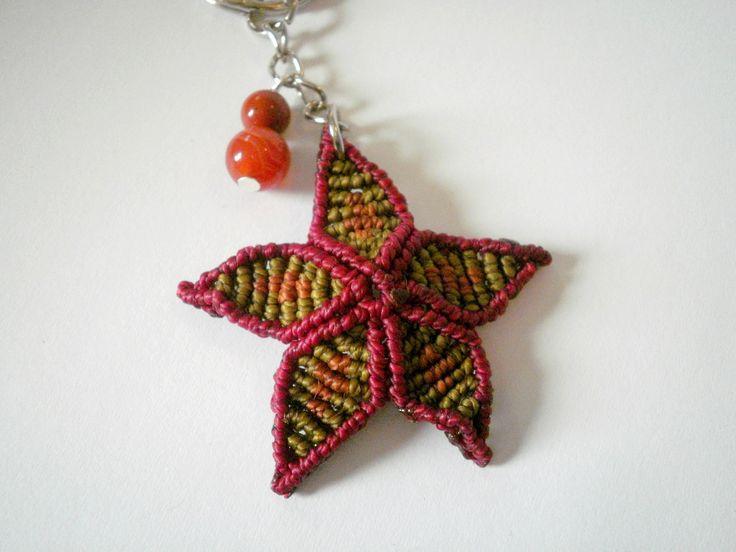 Porte clés pendentif fleur en macramé pierres d'agate et jaspe rouge : Porte clés par stonanka