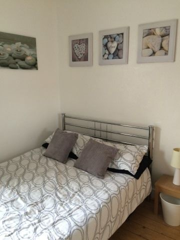 Bright double bedroom with tv etc. -Double bedroom in London E17