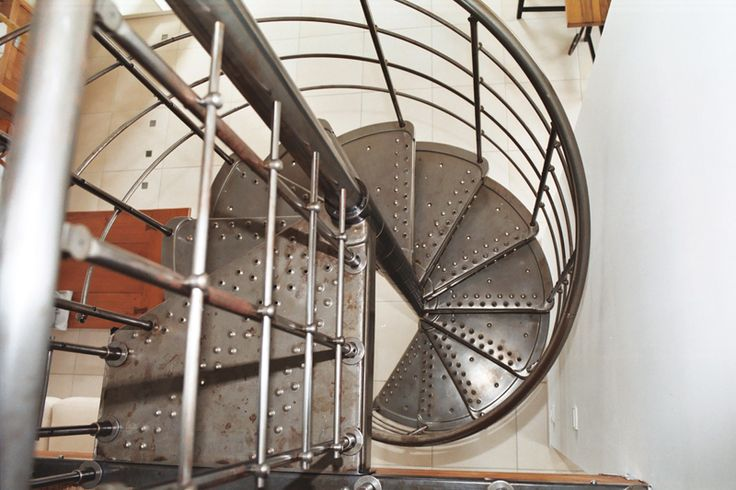 1000 id es sur le th me escalier en colima on sur pinterest escaliers foye - Escalier en colimacon metallique ...